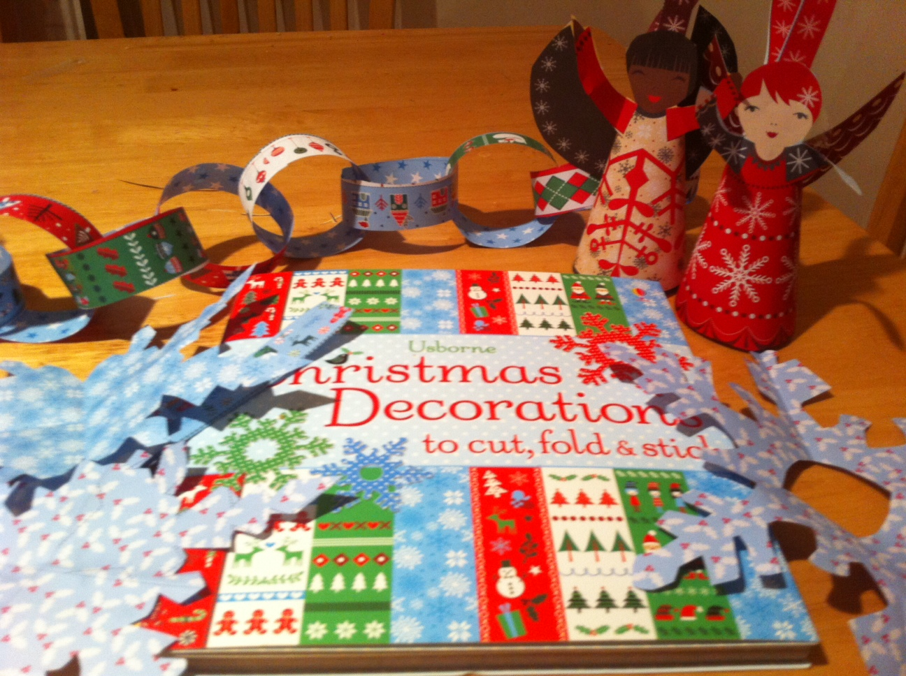 How to Make Your Own Christmas Decorations (a book review)