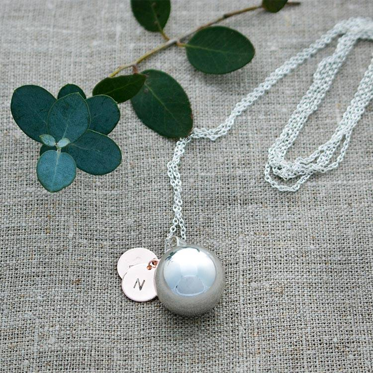 What are pregnancy necklaces?