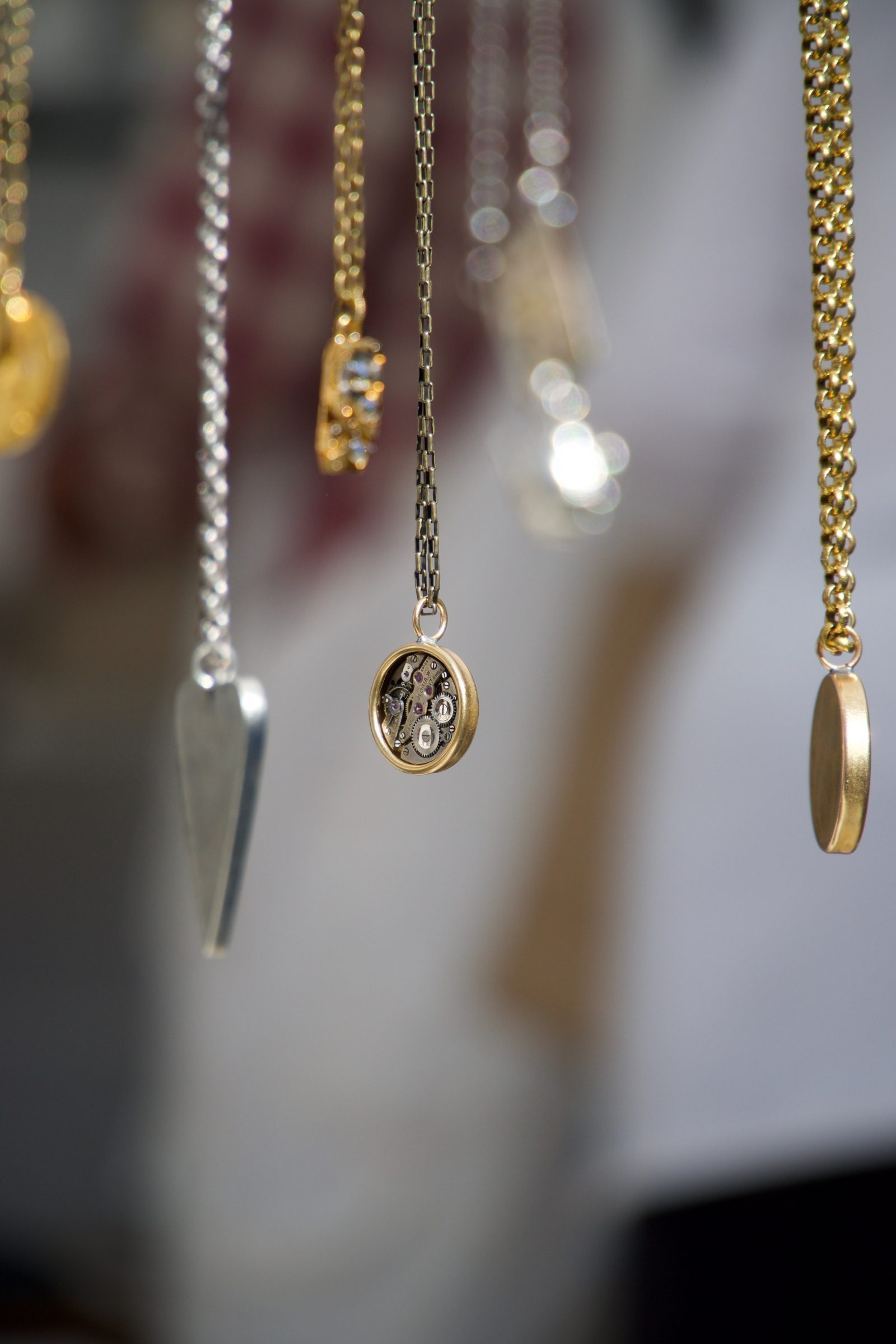 5 Reasons Why You Should Sell Your Old Jewellery